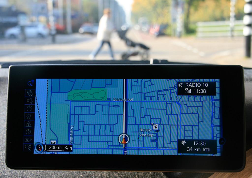 Dieser Monitor im BMW i3 zeigt wo es lang geht