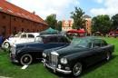Motorclassic Breslau: Bentley S3 im historischen Schlosshof.