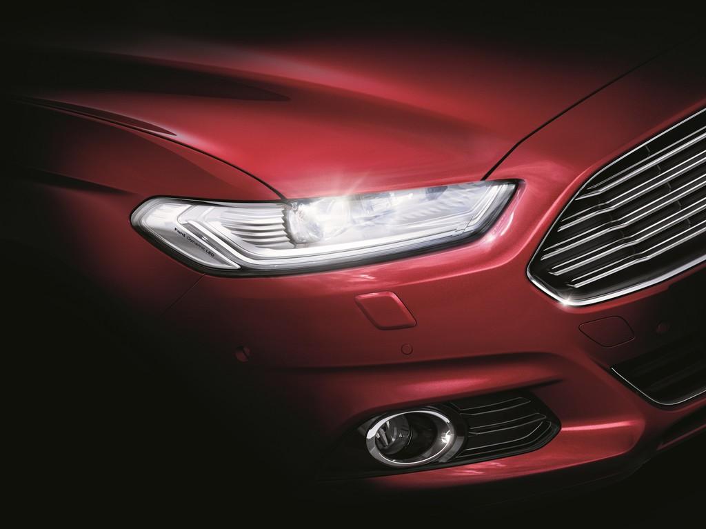 Neuer Ford Mondeo 2015 mit adaptiven LED-Frontscheinwerfern