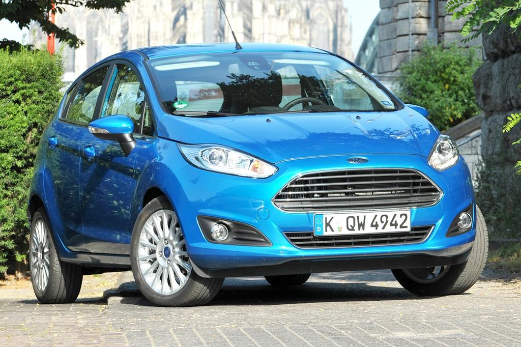 Kleinwagen Ford Fiesta in blau