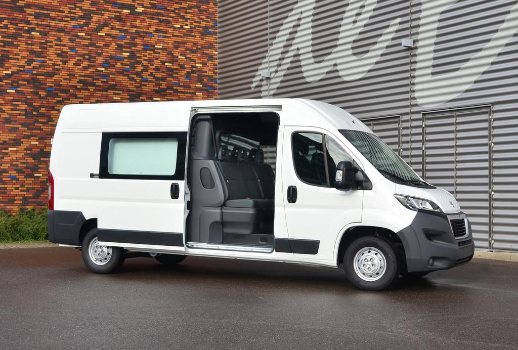 Die Boxer Twin Cab Edition wird Peugeot auf der IAA Nutzfahrzeuge 2014 zeigen