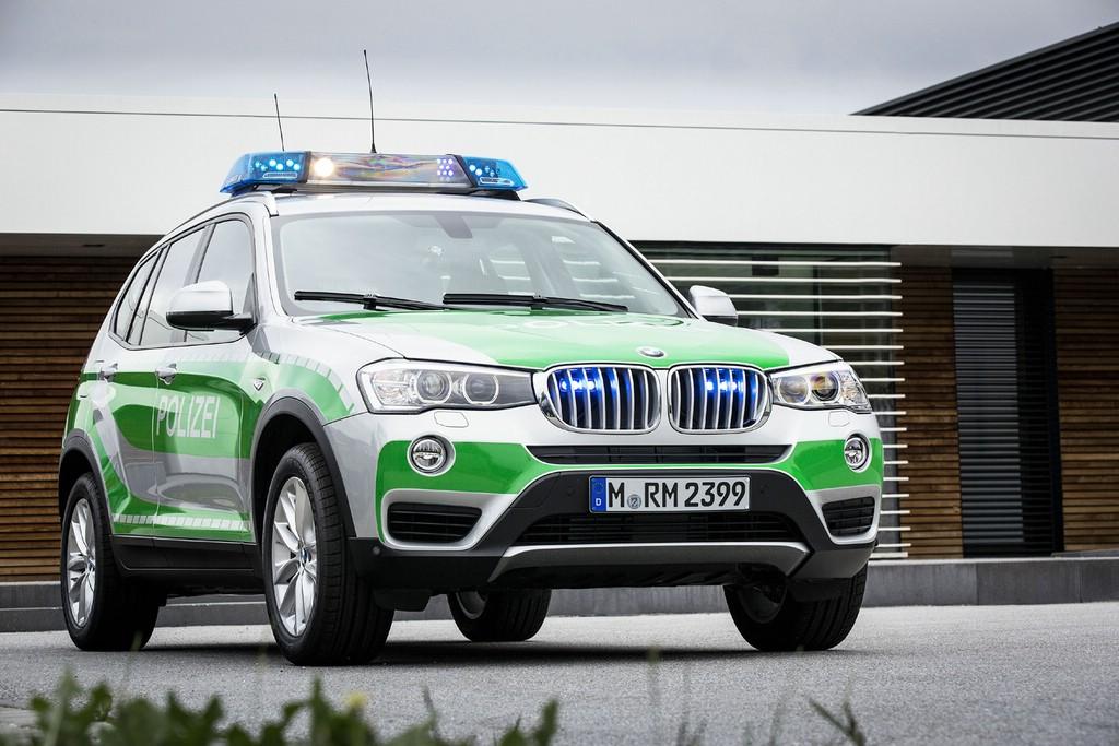 BMW X3 xDrive20d als Polizeifahrzeug in grün weiß