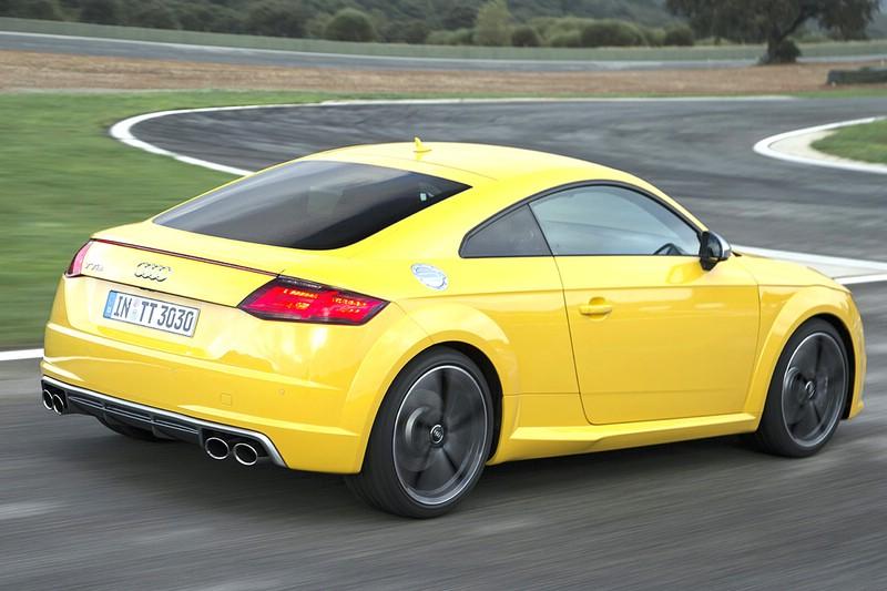 2015er gelber Audi TT auf der Renn und Teststrecke