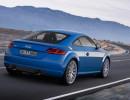 Fahraufnahme von einem blauem Audi TT 8S Coupe in der Heckansicht