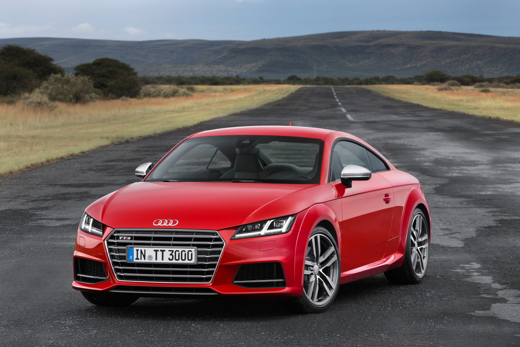 Rotes Audi TTS Coupé Baujahr 2014 in der Frontansicht