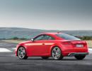 Standaufnahme von einem rotem Audi TTS Coupé in der Heckansicht