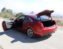 2015er Cadillac ATS Coupé in rot mit geöffneten Türen und Kofferraum