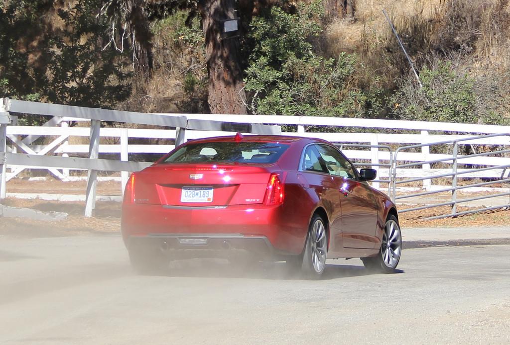 2015 er Cadillac ATS Coupé verstaubt hier die Luft