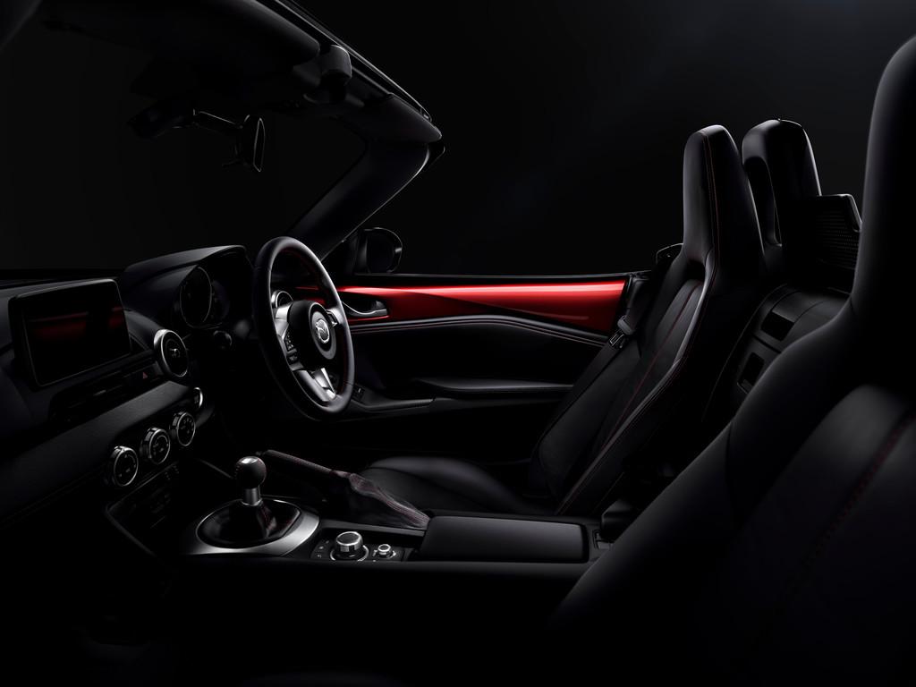 Der Sitz, das Lenkrad des Mazda MX-5