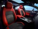 Fahrer und Beifahrersitz des Mittelklasseautos Jaguar XE