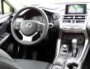 Das Cockpit des kompakten SUV Lexus NX300h