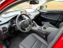 Der Fahrer und Beifahrersitz des Lexus NX300h