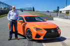 Jens Meiners mit dem neuen Sportwagen Lexus RC F