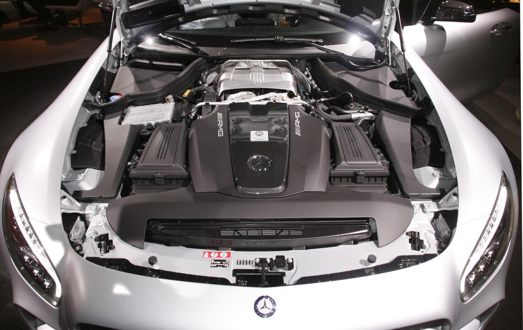 Der V8-Motor unter der Haube des Mercedes-Benz AMG GT