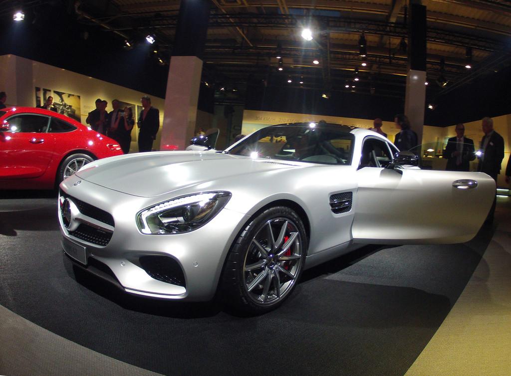Silberner Mercedes-Benz AMG GT bei der Vorstellung des Supersportwagens