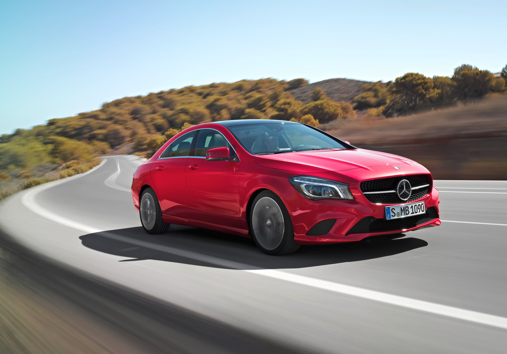 2015er Mercedes-Benz CLA in rot