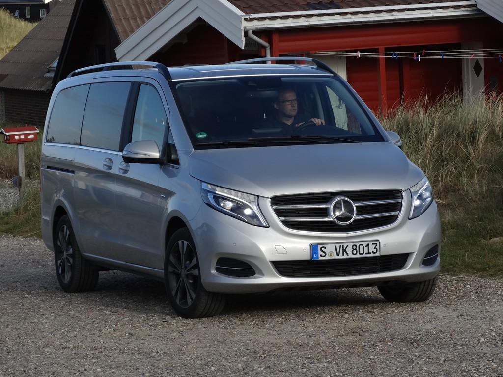 Standaufnahme von einem Mercedes-Benz V220 CDI