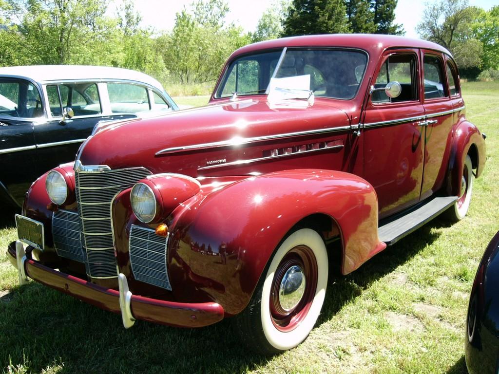 Oldsmobil von 1939 in rot
