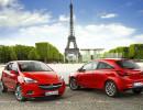 Frontansicht und Rückansicht eines roten Opel Corsa