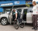 Der behindertengerechte Peugeot 2008 ist mit einer Schwenktür ausgestattet