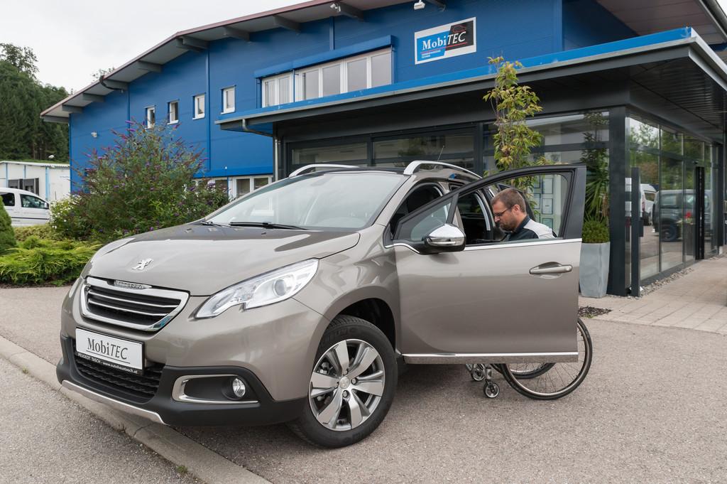 Umgebaute Peugeot 2008 für Rollstuhlfahrer