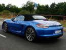 Der Sportwagen Porsche Boxster GTS bei der Fahrt