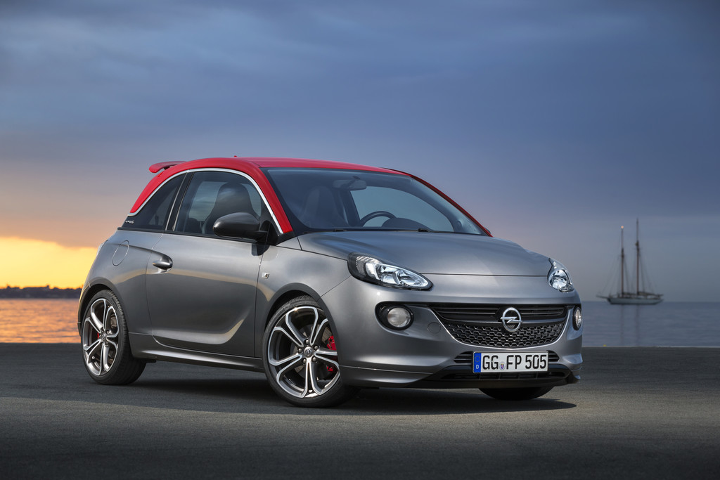 Opel Adam S in der Dachfarbe Fire Red