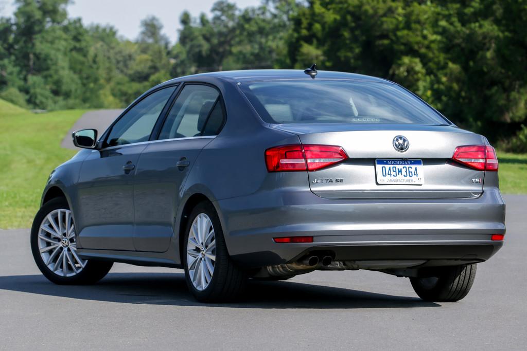 Die Heckansicht des VW Jetta Facelift 2015