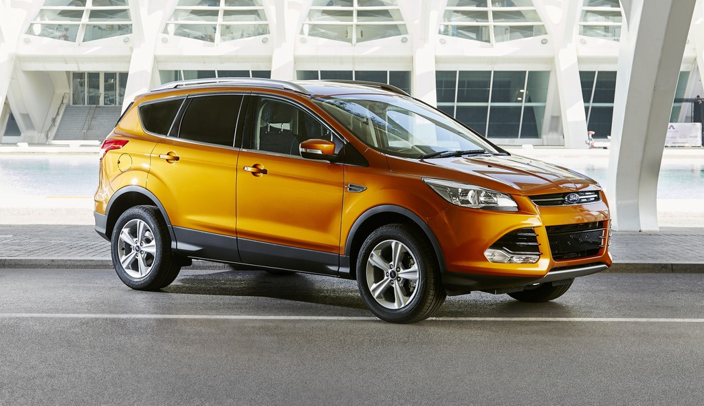 Ford Kuga modell 2015 in orange