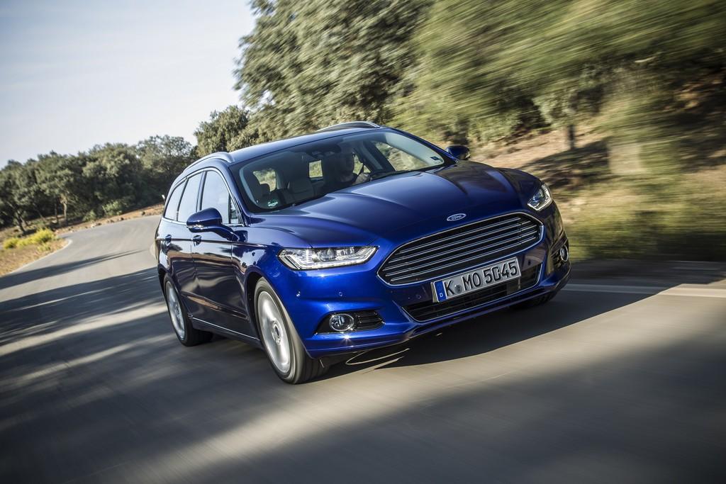Blauer Ford Mondeo Modellgeneration 2015