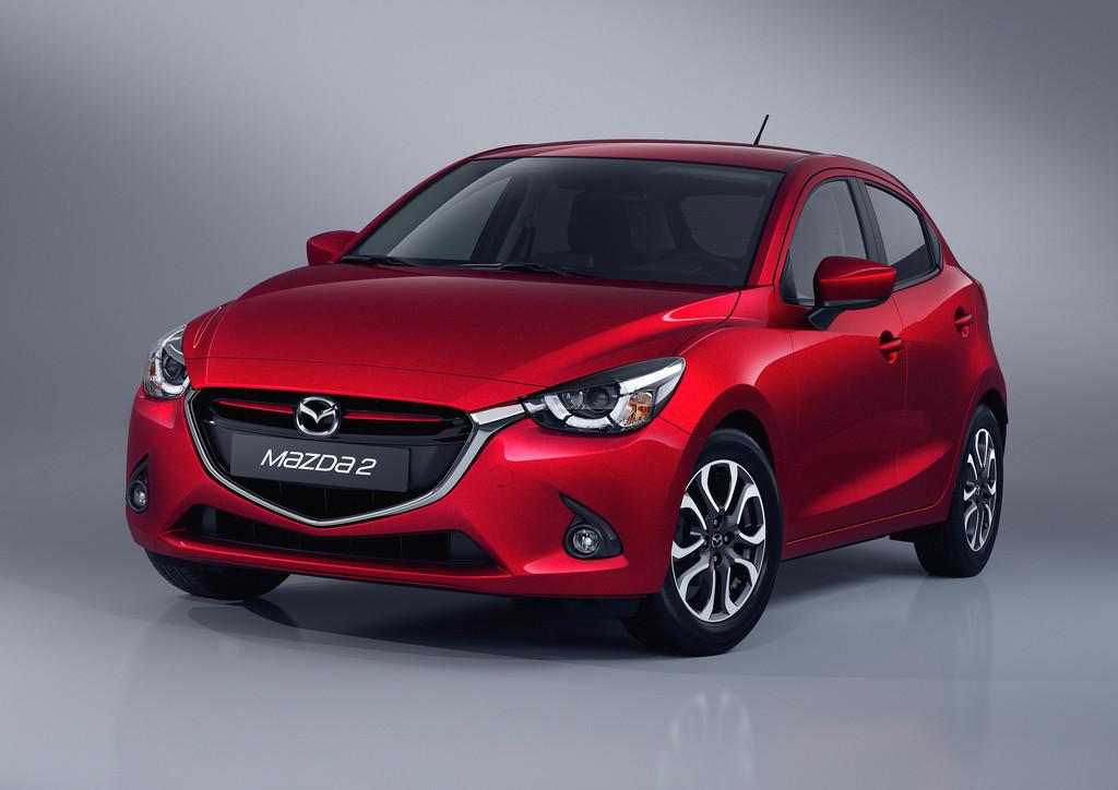 Mazda2 Modell 2015 in rot in der Frontansicht