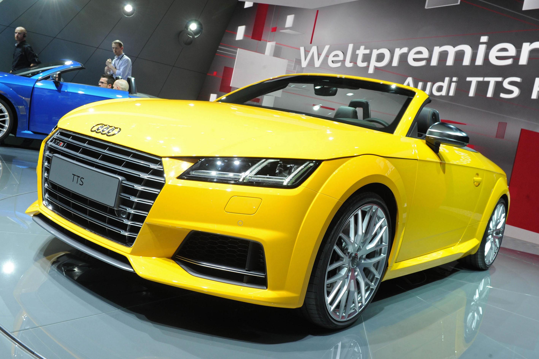 Gelber Audi TTS Roadster auf der Pariser Motorshow 2014