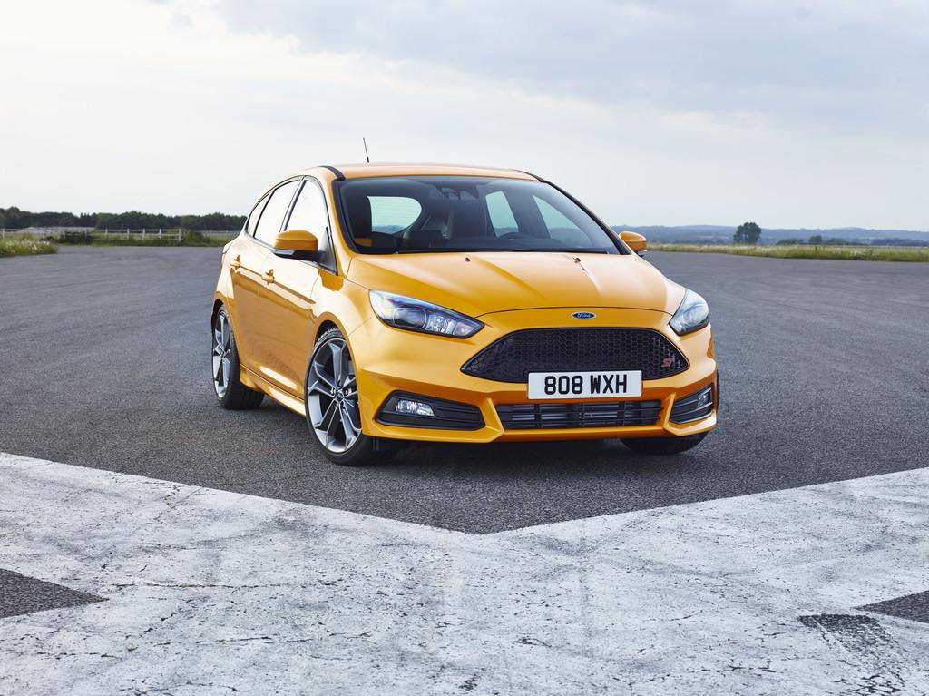 gelber Ford Focus ST 2015 in der frontansicht
