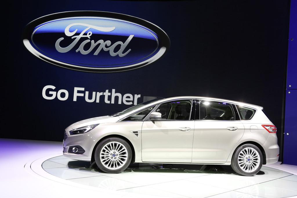 Ford S-Max 2015 bei der Vorstellung auf der Pariser Motorshow 2015