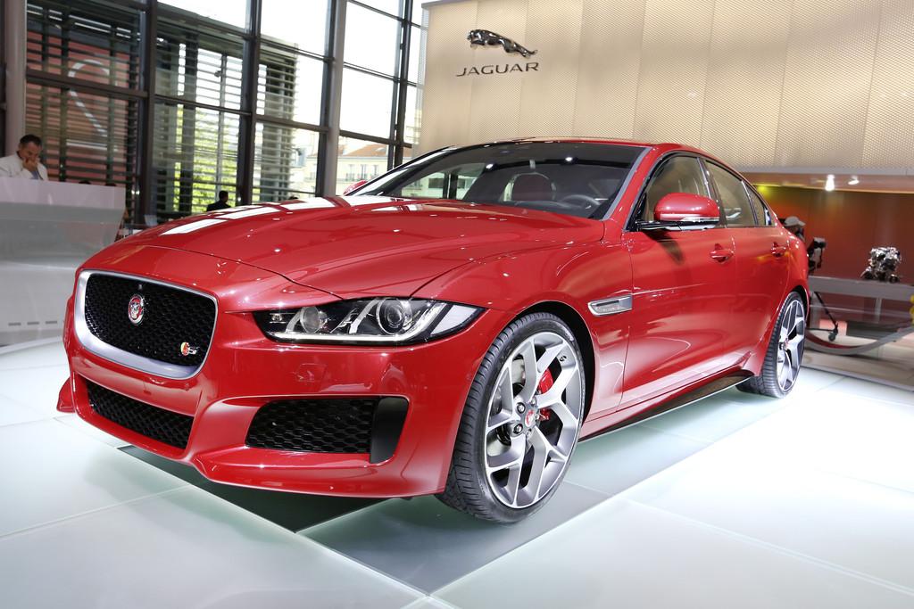 Jaguar XE auf der Pariser Motorshow 2014