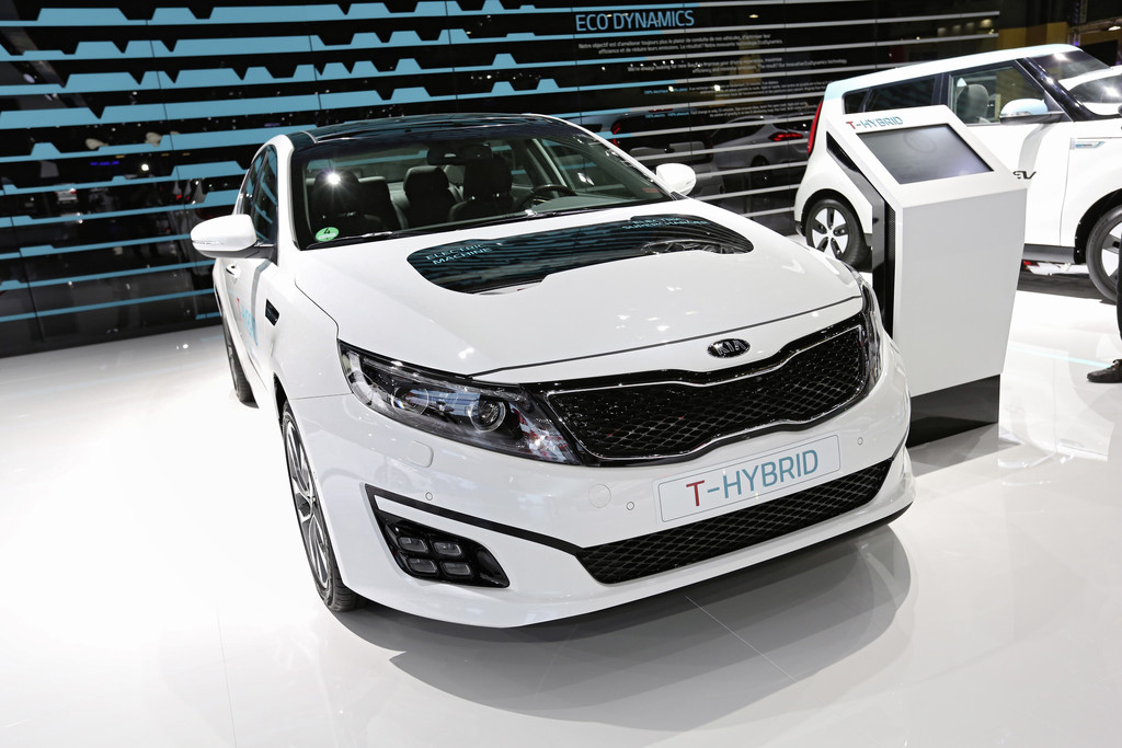 Kia Optima T-Hybrid beim Pariser Autosalon 2014