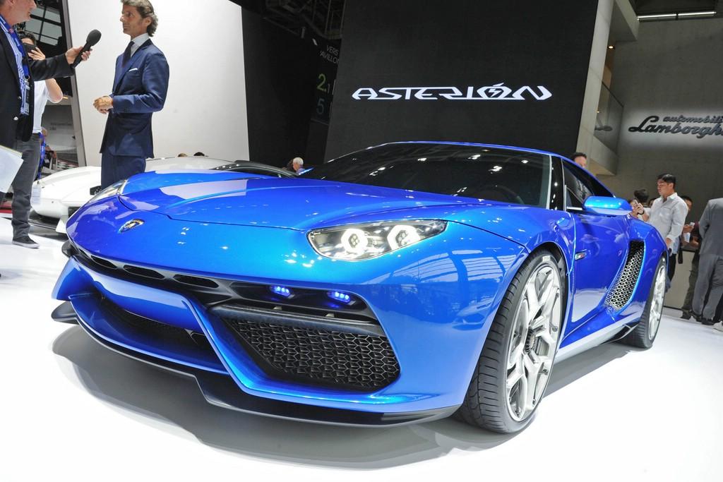 Lamborghini Asterion LPI 910-4 auf dem Pariser Automobilsalon 2014