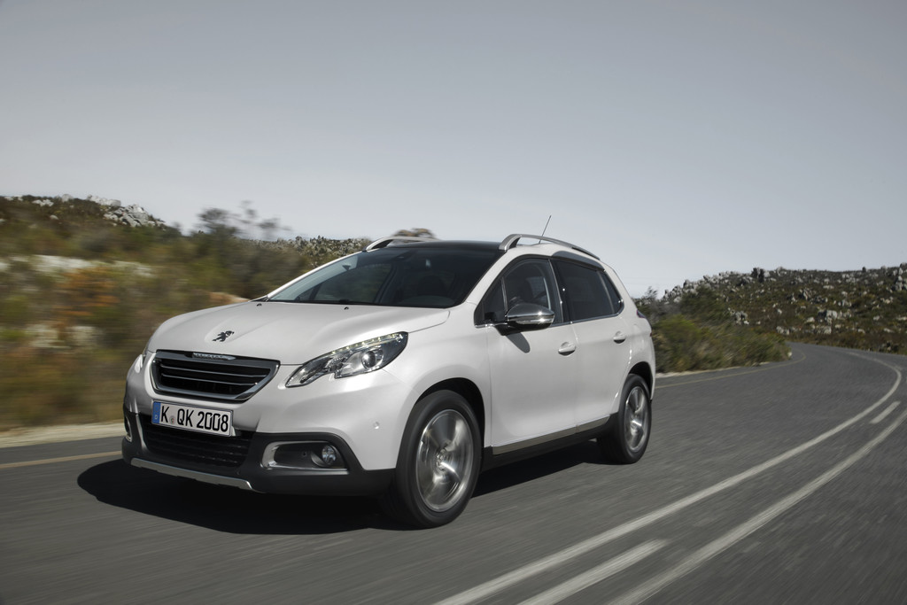 weißes Peugeot Crossover Modell 2008
