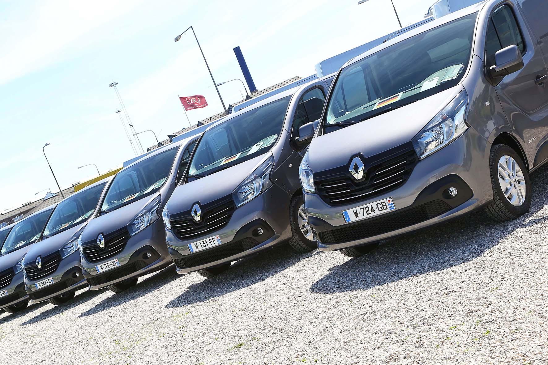 Renault Trafic Neuwagen nebeneinander