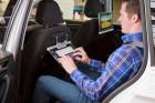 Volkswagen-Workshop zu Innovationen: Die Halterung fürs Tablet als Bildschirm fürs Infotainment oder als Arebeitsplatz.