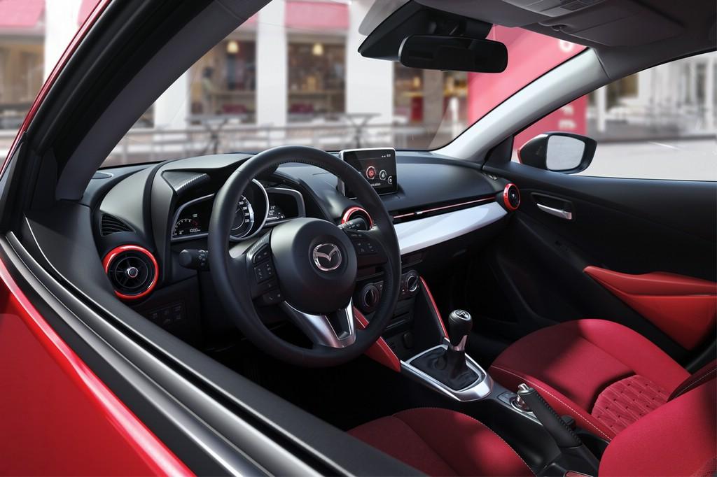 """""""Red Edition"""" des Mazda2 mit roten Akzenten"""