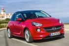Roter Opel ADAM 1.4 ecoFlex bei der Fahrt