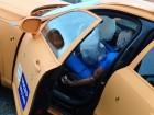 Volvo-Crashtest: Die Airbags haben sich geöffnet, die Tür ließ sich öffnen - alles gut gegangen.