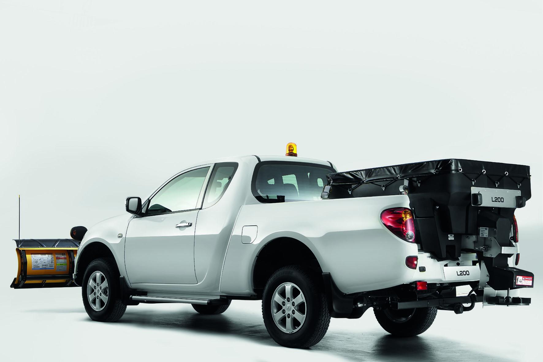 Für den Mitsubishi L200 Pick-up gibt es weitere Aufbauten, hier für den Winterdienst.