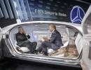 Prof. Martin Winterkorn, Konzernchef von Volkswagen, und Prof. Thomas Weber, Forschungschef bei Daimler, auf dem Weg in die Zukunft im Forschungsfahrzeug Mercedes-Benz F 015. Foto: Auto-Medienportal.Net /Privat