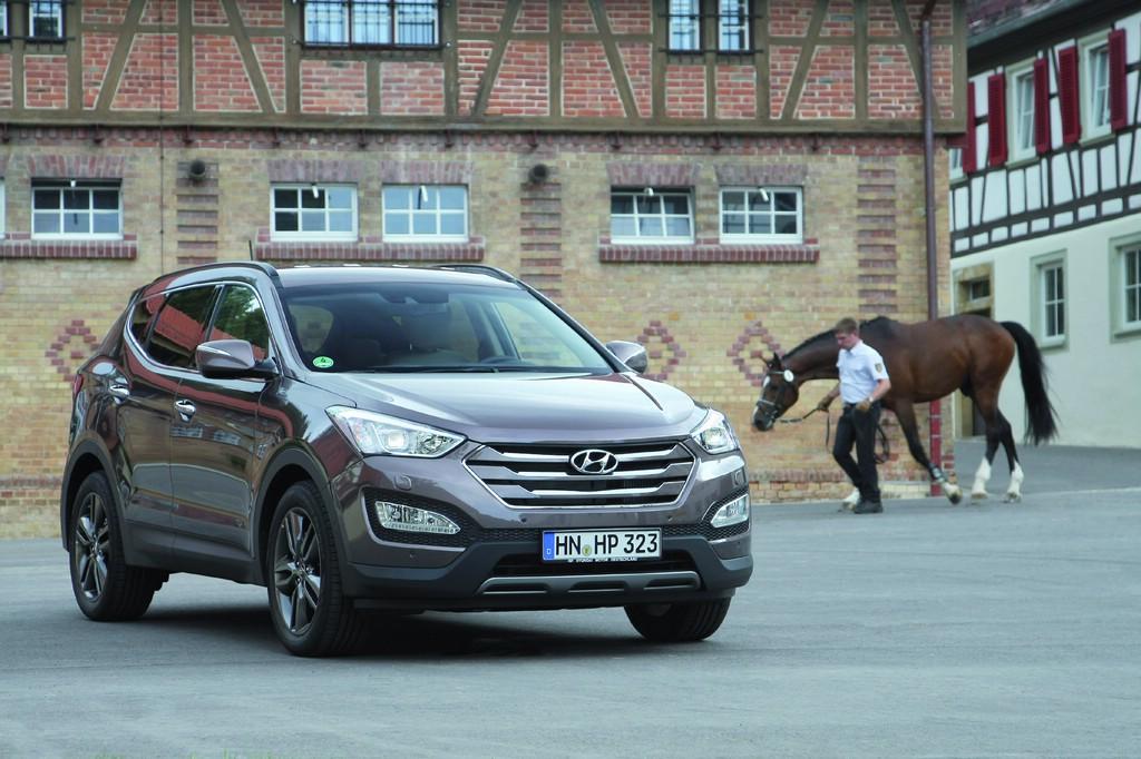 Die Hyundai Santa Fe des Modelljahrs 2015 erhalten mehr Serienausstattung.