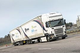 Riesen-Lastwagen: Mögliche Kraftstoff-Ersparnis zu Lasten der Verkehrssicherheit? Foto: Scania/dpp-AutoReporter