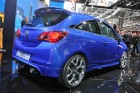 Blauer Opel Corsa OPC