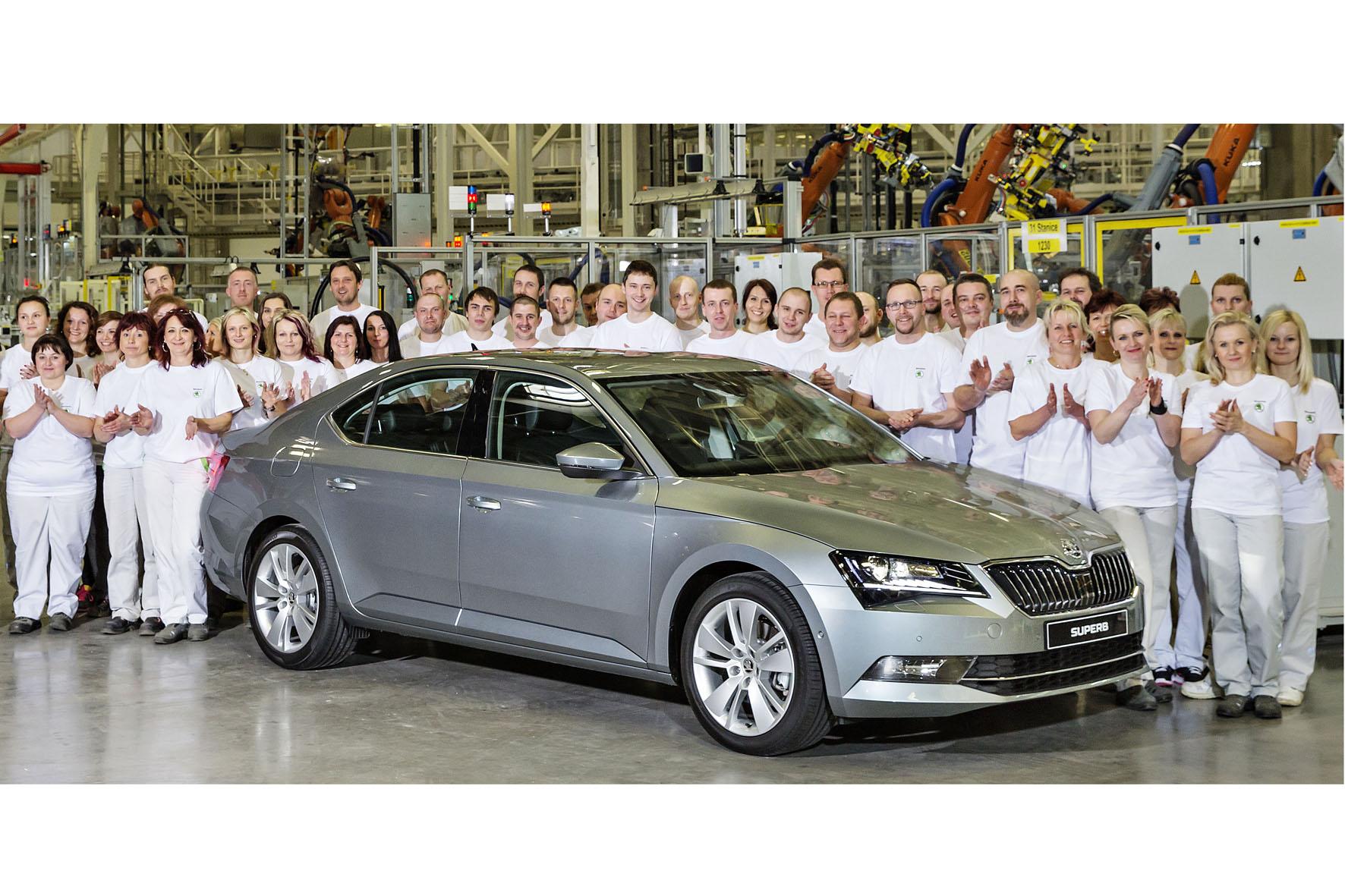 Im Škoda-Werk Kvasiny ist der erste Superb der dritten Generation vom Band gerollt.