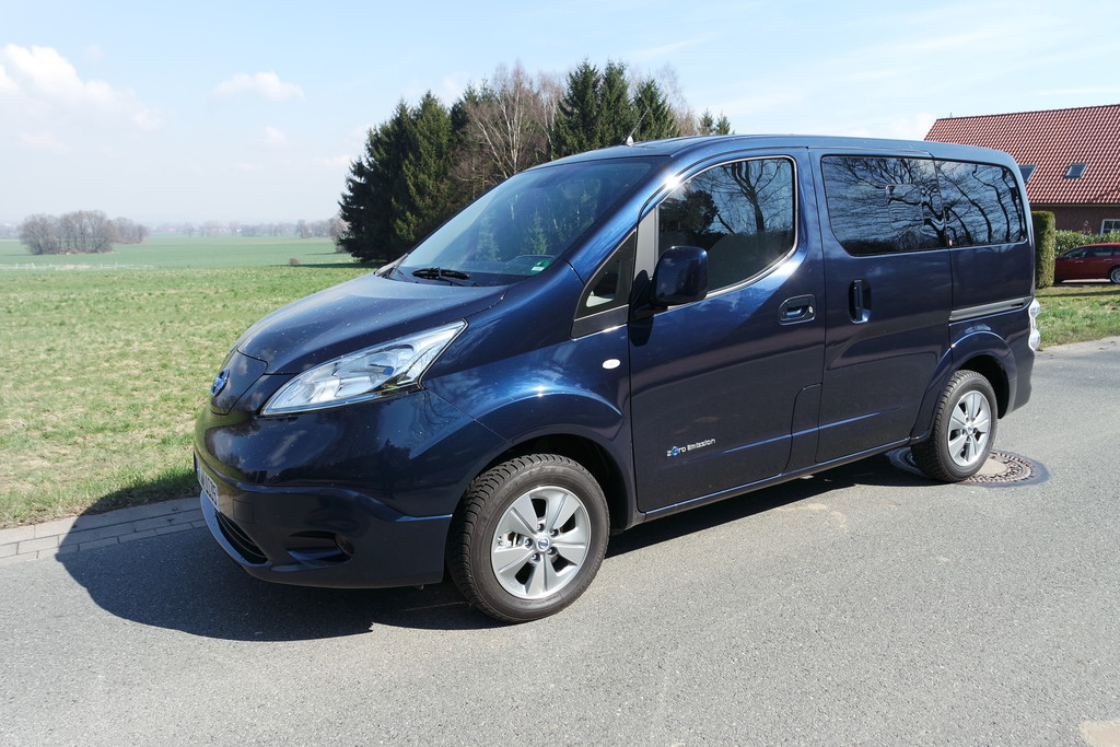 test nissan e nv200 evalia im fahrbericht 2015. Black Bedroom Furniture Sets. Home Design Ideas
